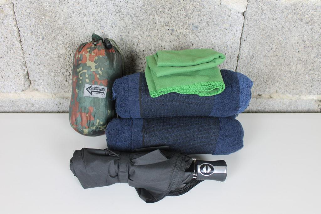 Kleidung aus dem Fluchtrucksack